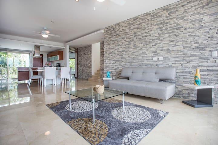 Acacia 302, Ocean View Penthouse, Playa Paraiso