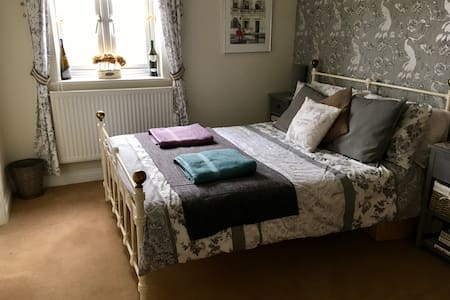 Comfortable en-suite room in Frome