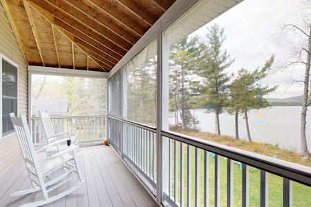 Lakefront home w/ dock & screened porch w/lovely views - dogs OK!