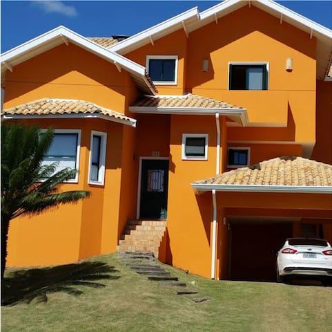 Estupenda casa c/ piscina em condominio de Vinhedo - Vinhedo - House