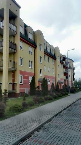 Przytulne z dostępem do parkingu - Wolsztyn - Appartement