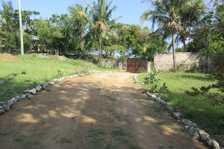 Safe and comfy house, 5 minutes from Bofa Beach - Kilifi