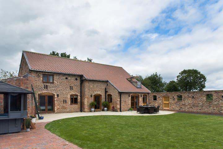 Grange Farm Barn, York: Stunning Barn Conversion
