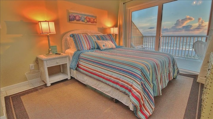 BHC6: Fantastic Oceanfront Condo Hidden in the Dunes with Private Entrance