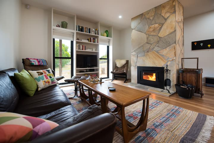 Wombat Hill Lodge - Family and Pet Friendly!