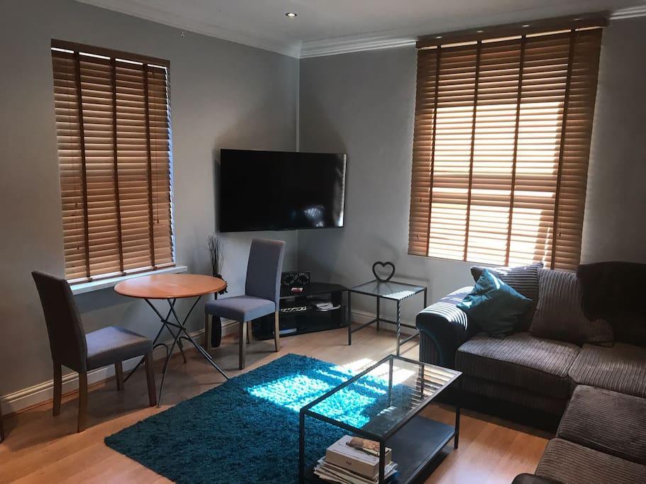 Lounge/Dining Area 2