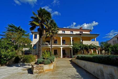 Apartment 2+2 in Kanfanar near Rovinj - Kanfanar - Byt