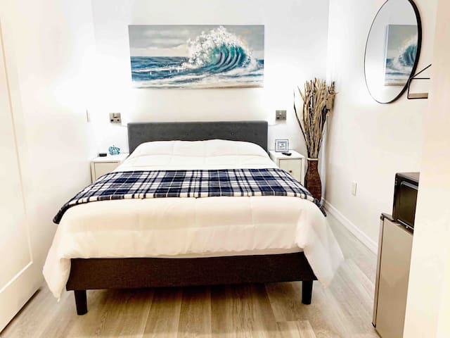 Private Queen Bed Suite w/ Pool-Close to the Beach