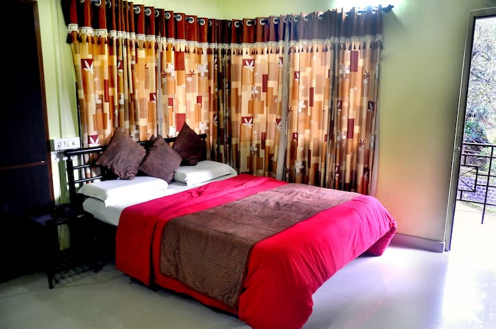 Radhanand Holiday Home-Room 1