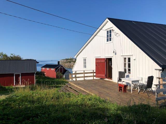 Vakthusøya - Nybryggen - on a small island