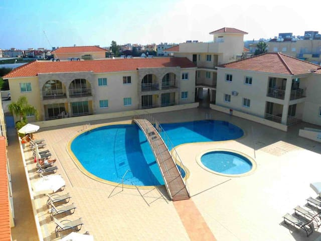 Modern 1 Bedroom Apartment with Communal Pool  - Great Kings Complex B19
