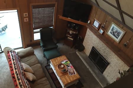 Large Pocono Chalet Great for Groups - Sleeps 19 - Lake Harmony - Almhütte