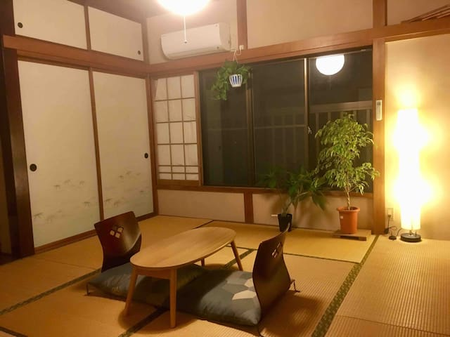 Japanese room with natural woods and lovely cat