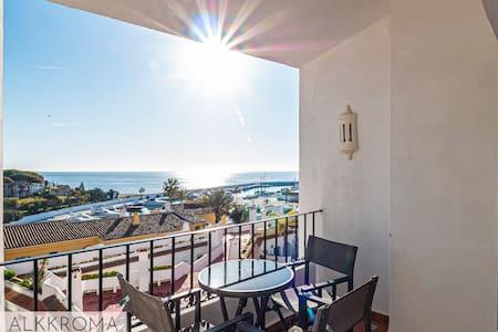 Cozy Oceanview apartment,parking, WIFI,Pool, beach