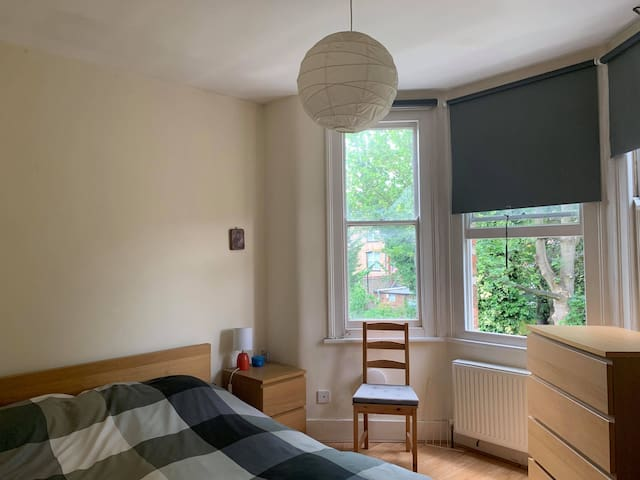 One bedroom flat 2mins from Palmers Green Station