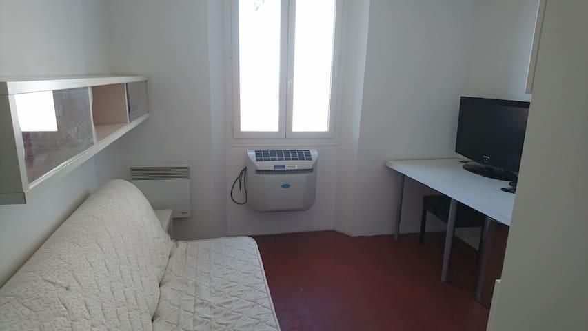 Studio entrée place de l'opéra - Toulon