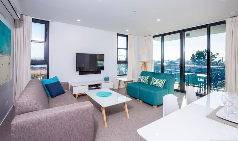 2 Bedroom Private Apartment in Burleigh + WiFi Inc
