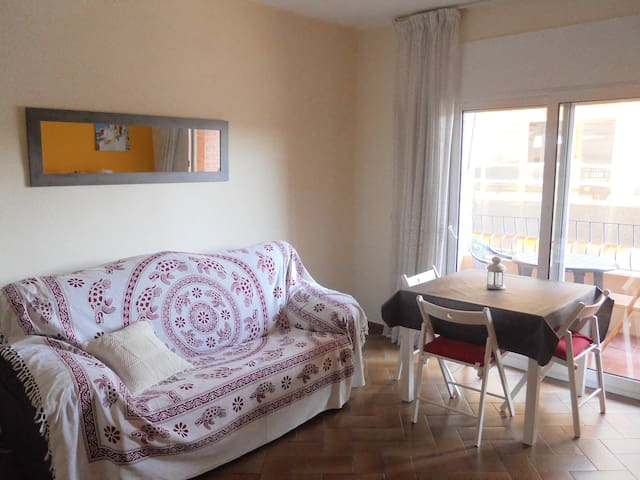 DOUBLE ROOM IN FRONT THE SEA!!! - Mataró - Appartement