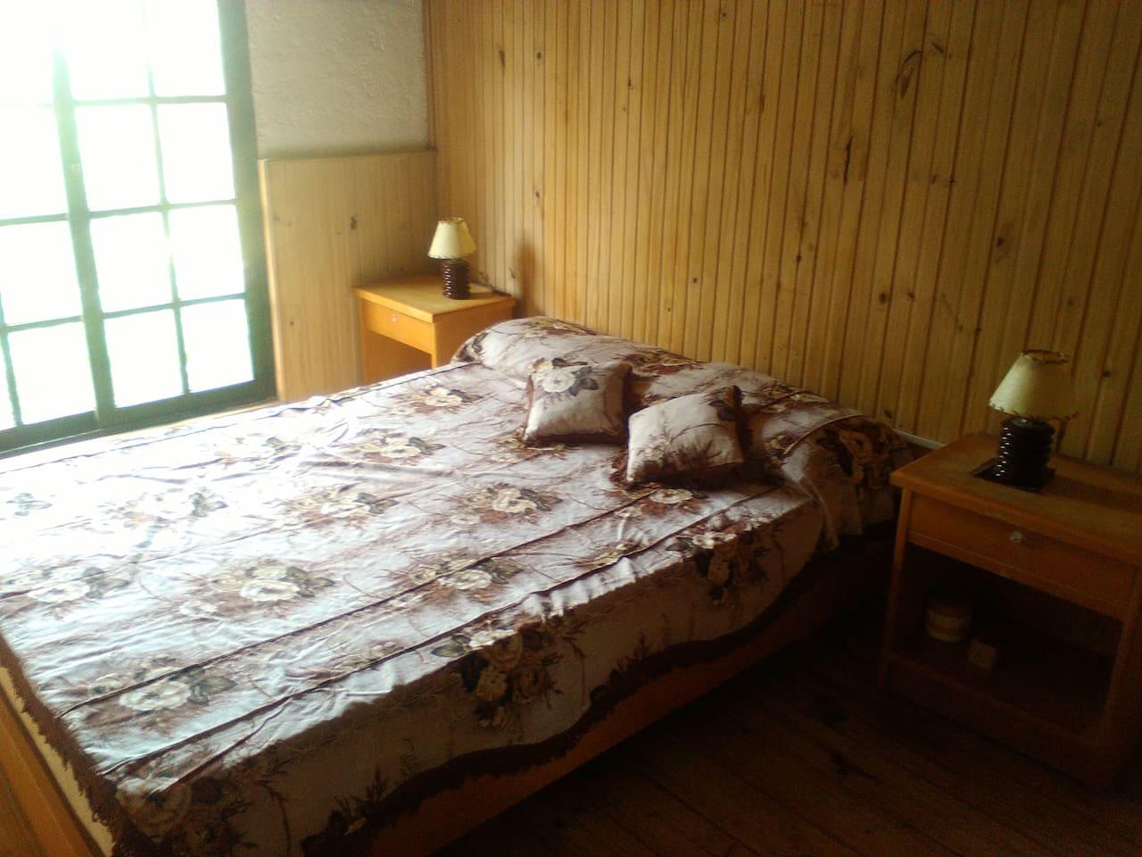 Dormitorio cama 2 plazas y ropero