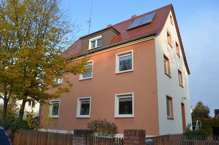 2-Zi-Dachwohnung in Nürnberg Nord - Nürnberg - Apartamento