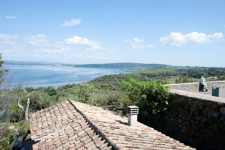 Lovely house with lake view garden. - Bracciano - Casa