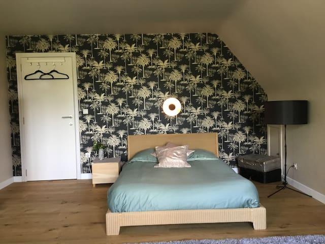 Slaapkamer met 2 persoonsbed 140cm