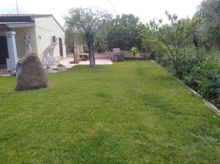 Villetta circondata da verde , privacy e silenzio
