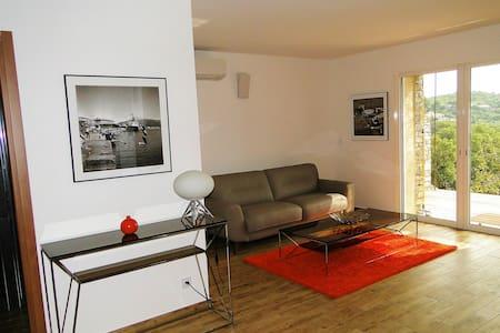 """Suite - duplex """"n°5 marron"""" à 400 m de la plage - Brando"""