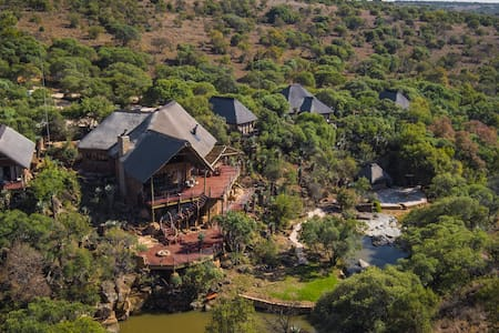 Iwamanzi Private Game Lodge - Luxury Chalets
