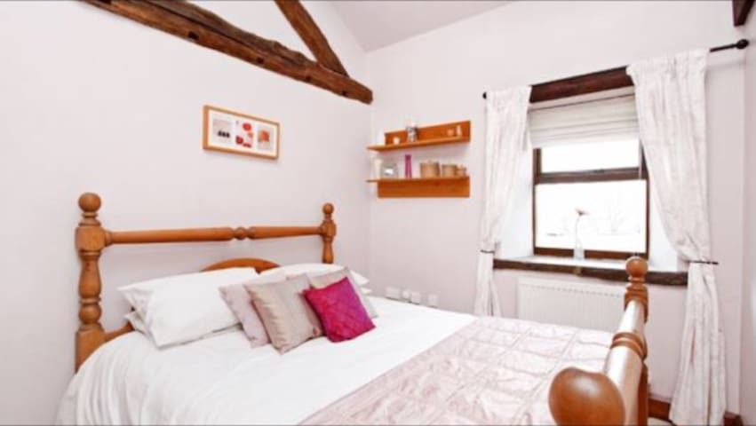 Large double room with own bathroom. - Barnsley - House