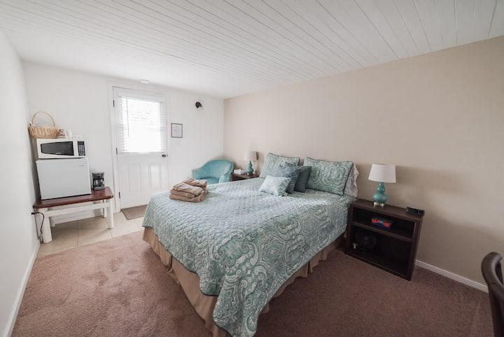 Paicines Ranch Terrace Room 2 (Grogan House)