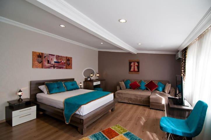 Balcony Room Attractive Location