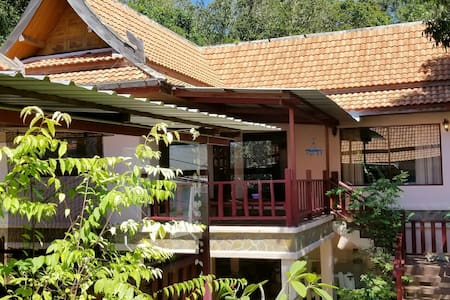 JUNGLE HOUSE BY TEMPLE - 15 MIN WALK CHAWENG BEACH