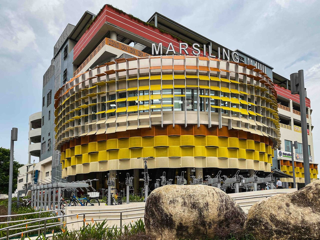 Marsiling Mall has a 24-hour supermarket, a medical clinic, retail shops on the second floor and more 70 hawker stalls that offer a great variety of cheap local food on the first floor.