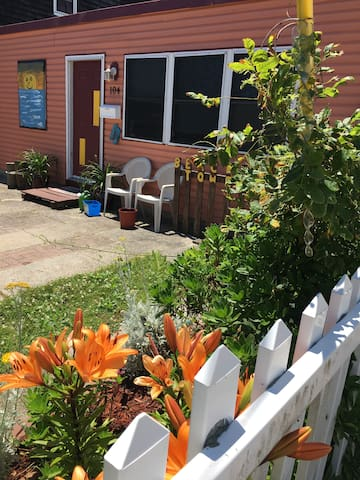 Private Rancher 2 bedroom in the heart of Wildwood