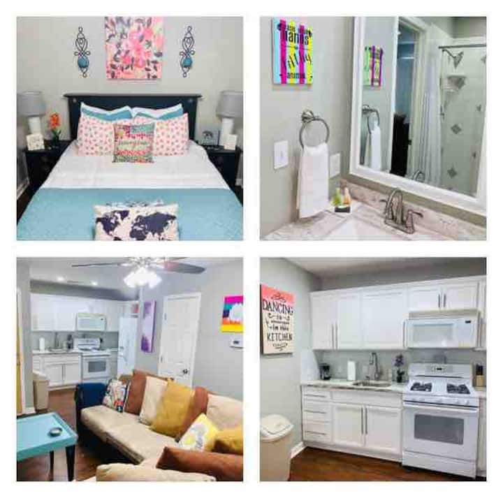 Witte Wonderland - Separate Garage Apartment!!
