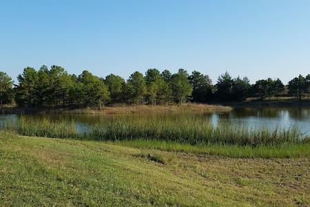 Cozy 2 room cabin private lake-fishing-swimming -I