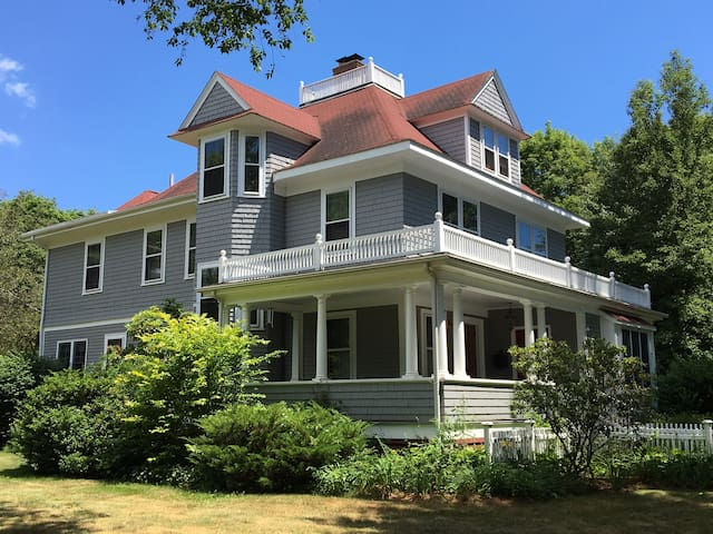 Blue Oaks Bed and Breakfast - North Kingstown