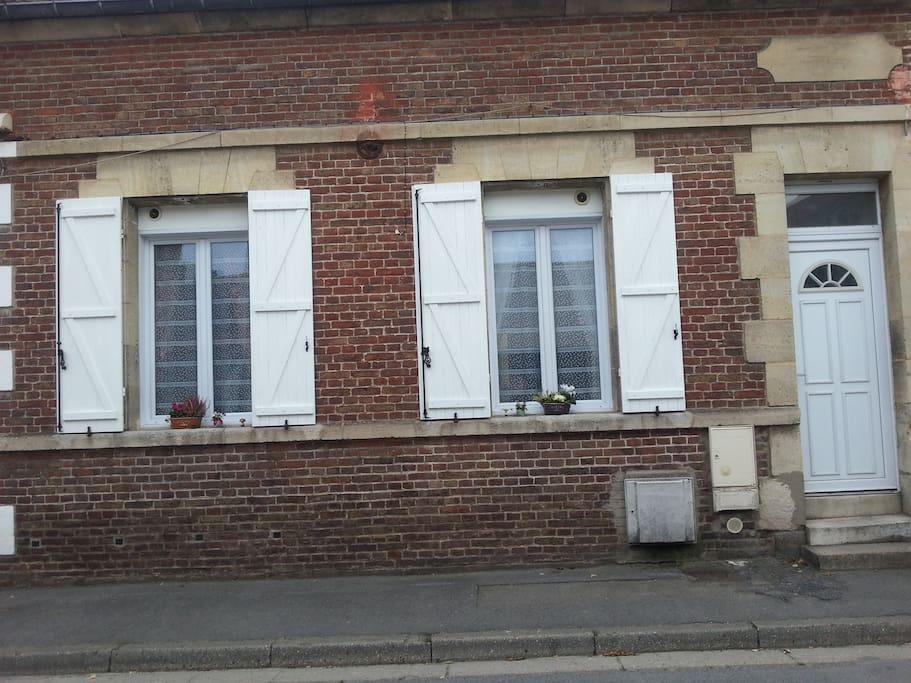 """fenêtres du RDC et porte commune avec le """"Picardie"""" appartement du 1er"""