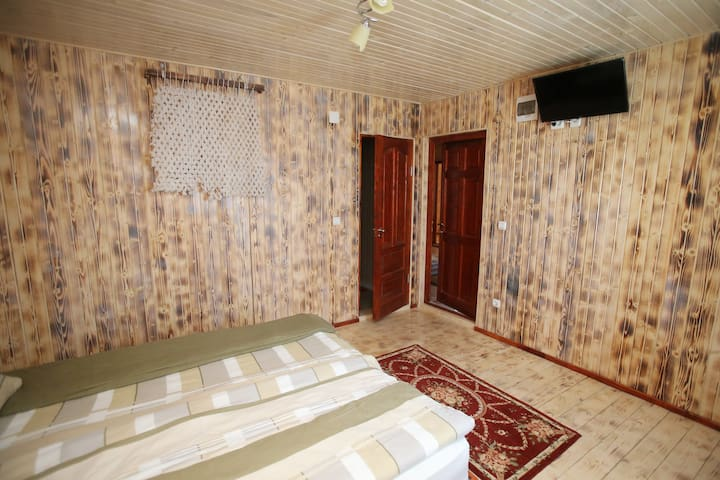 Room no.6 - double room with private bathroom,  tv, tv cable and free Wi-Fi.