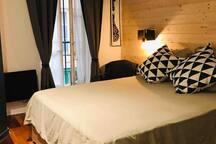 Chambre 1 lit Queen-size - sur cour au calme
