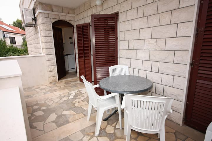 Two bedroom apartment with terrace Supetar, Brač (A-5670-c)