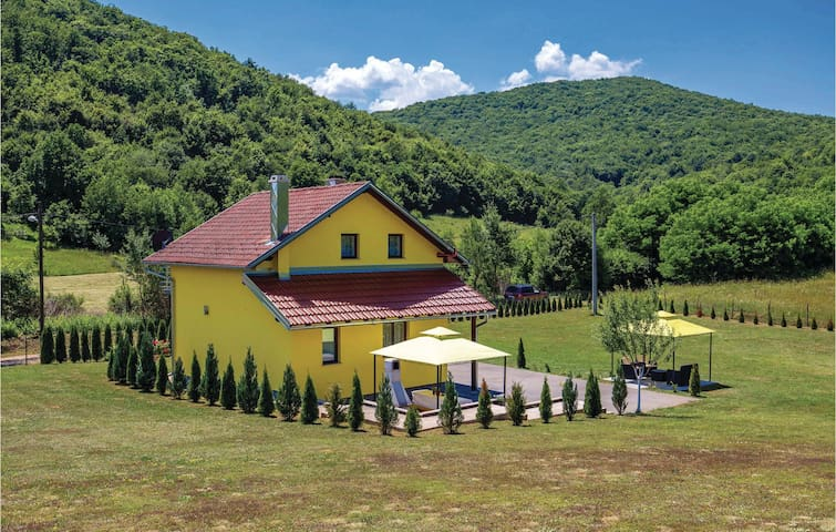 Holiday cottage with 3 bedrooms on 80 m² in Otocac