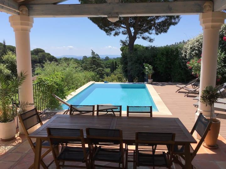 Villa spacieuse vue mer avec piscine à débordement