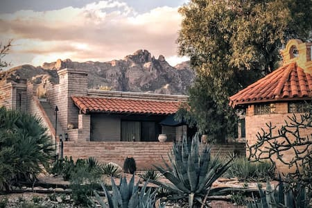 Catalina Foothills Estate Guest Studio Wing - Tucson