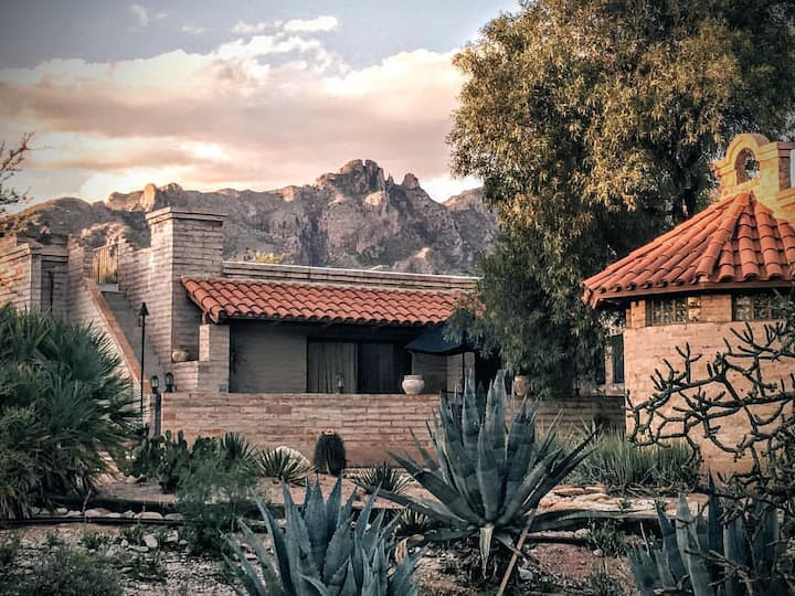 Catalina Foothills West Rojo Suite Rooftop Patio