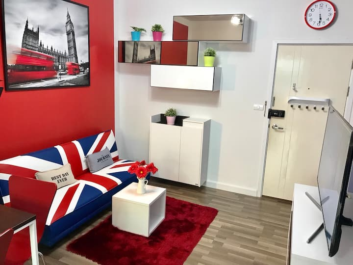 LONDON Airport Condo  near Mall (Monthly)
