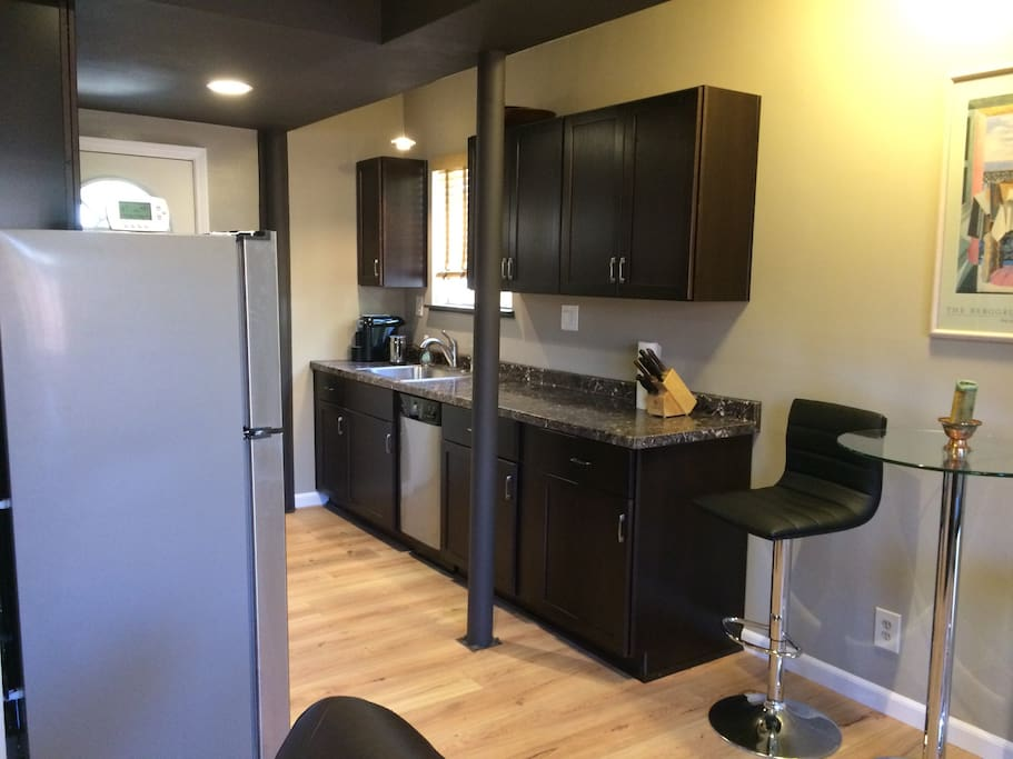 kitchen counter & cabinets