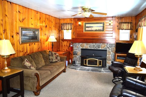 Rosebud Cottage--Cozy Cottage Nestled in the Pines