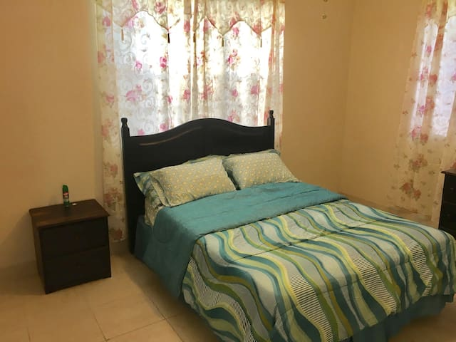 Modern 1 bedroom near airport & public trans - Charlotte Amalie West - Apartament